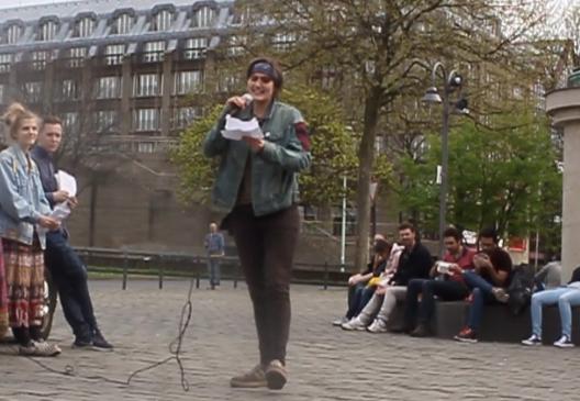 Blau ist das neue Braun - Poetry Slam mit Leah Leaf