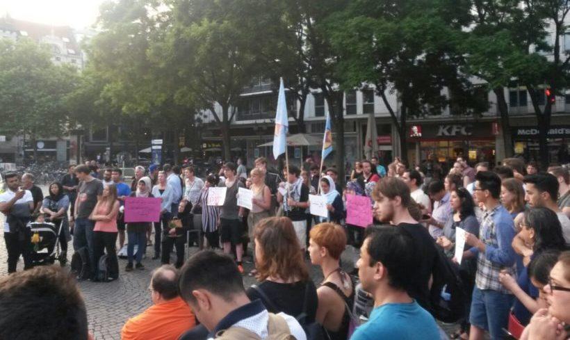 Hunderte Menschen demonstrieren in Köln gegen Abschiebung und Polizeigewalt