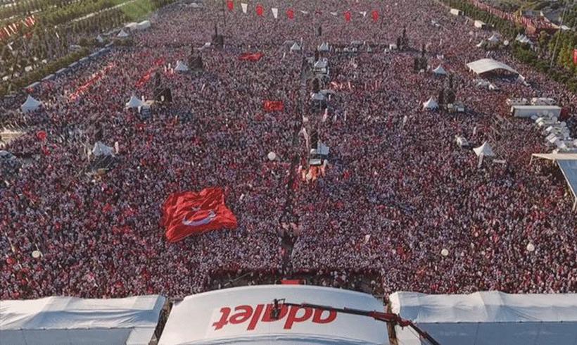 """10.000de  in der Türkei für """"Gerechtigkeit"""" auf der Straße"""