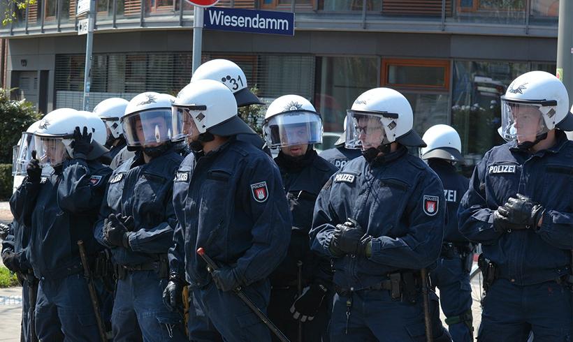 Mehrheit für Kennzeichnungspflicht für PolizistInnen