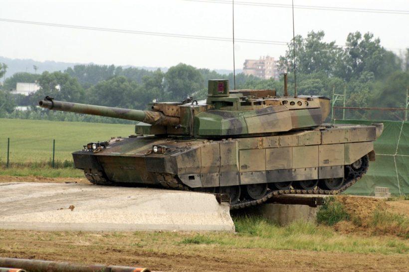 Außenminister kritisiert weltweite Aufrüstung – eigene Rüstungsausgaben gesteigert