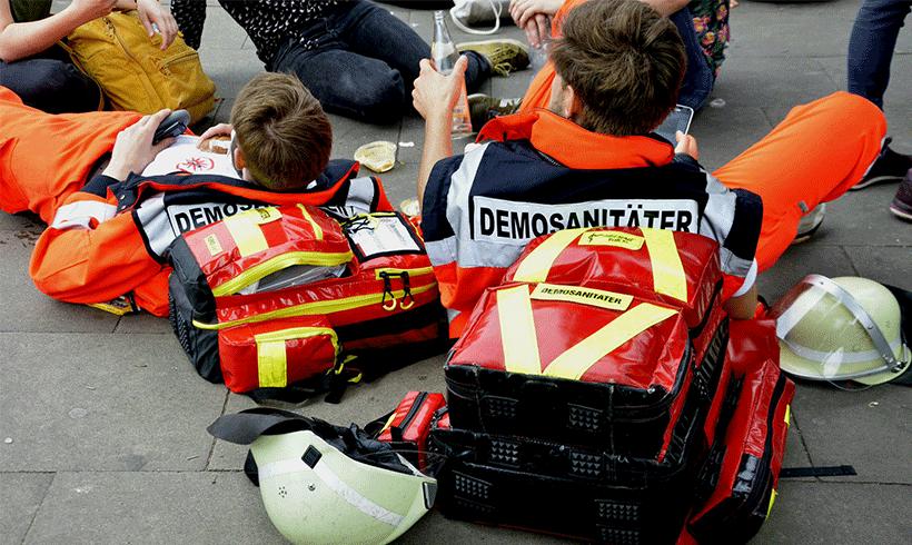 Gerichte gehen gegen Demo-SanitäterInnen vor – ein Kommentar Felix Thal