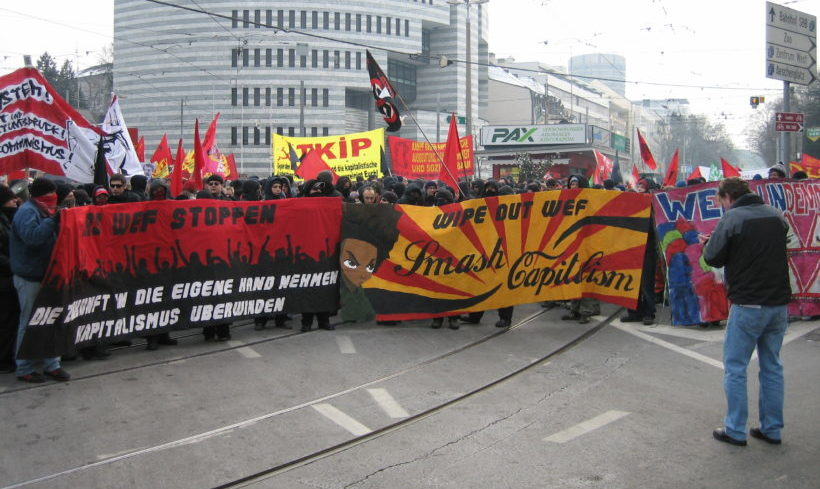 Schweiz: DemonstrantInnen sollen in Zukunft für bestimmte Polizeieinsätze zahlen müssen