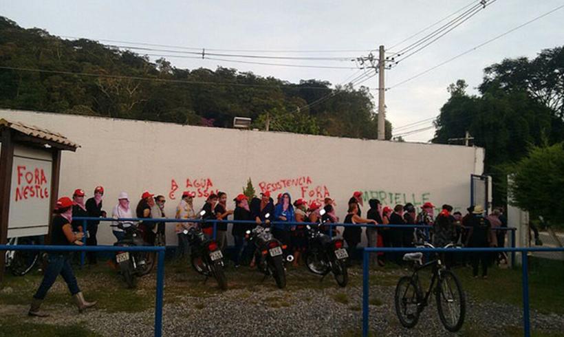 Frauen besetzen Nestle-Zentrale in Brasilien