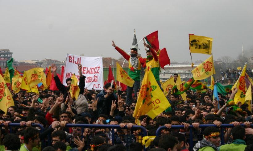 Tausende demonstrieren zum kurdischen Neujahrsfest