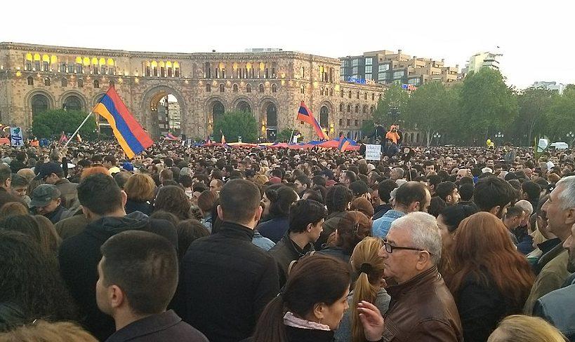 Massenaufstand in Armenien stürzt Ministerpräsident Sargsyan