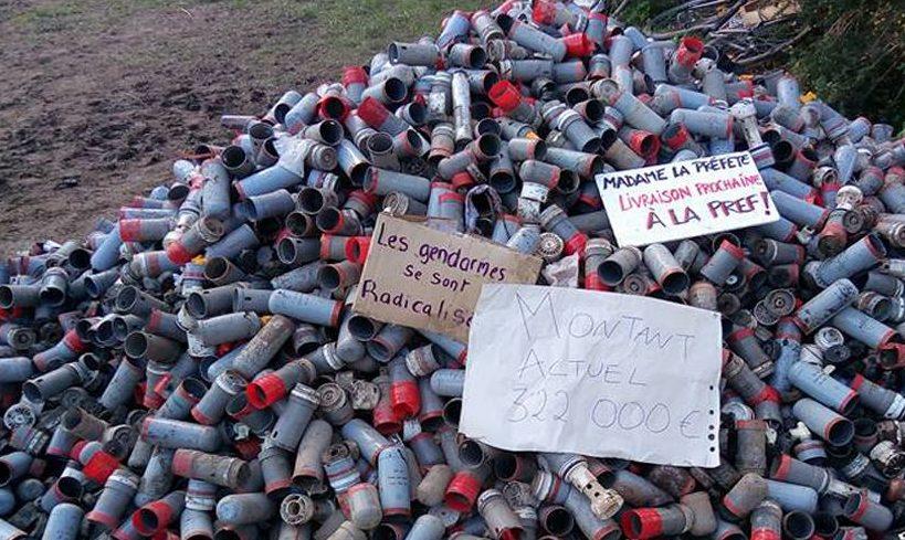 Tränengasgranate zerfetzt französischem Aktivisten die Hand