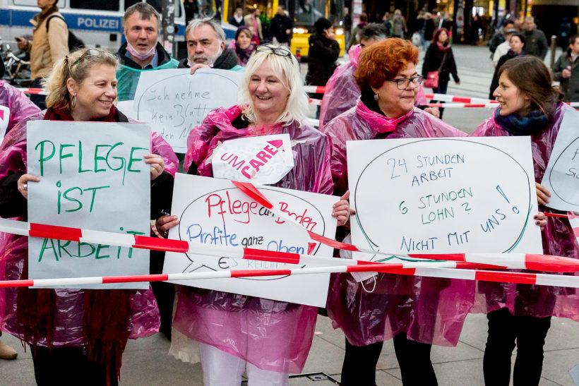 PatientInnen unterstützen streikende Pflegekräfte in Düsseldorf