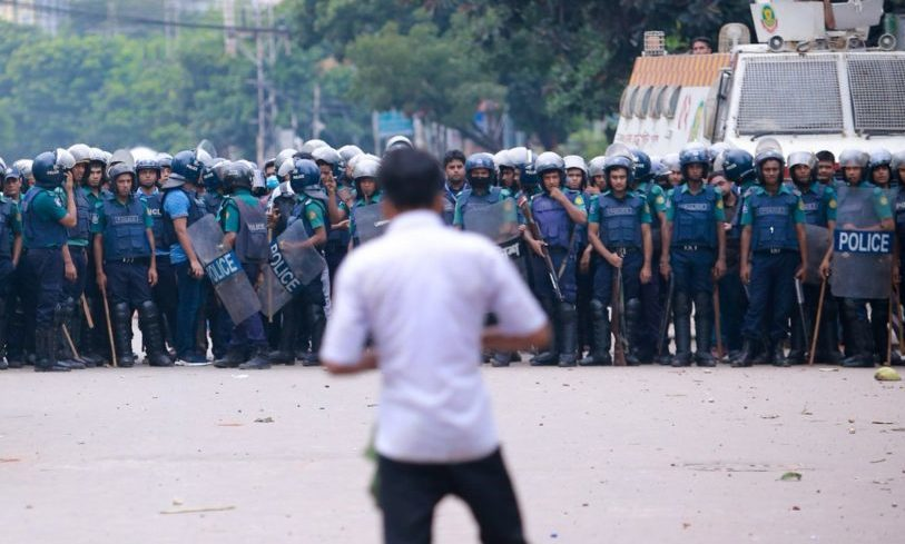Jugend protestiert in Bangladesh – Regierung blockiert Internet und Mobilfunknetz